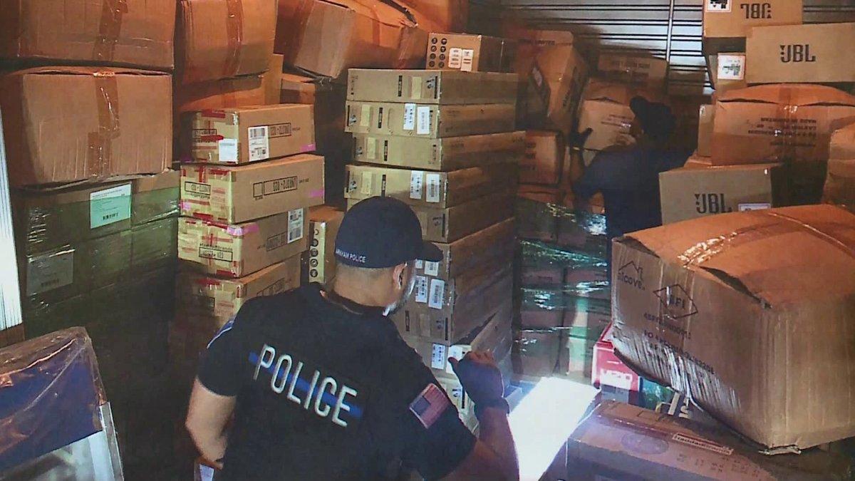 Policja zarekwirowała skradzione przedmioty warte milion dolarów