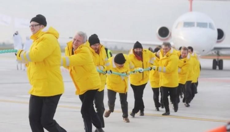 """""""Solid Gold"""" przywrócony do konkursu głównego festiwalu w Gdyni. Scena z samolotem ciągniętym przez polityków PO wycięta!?"""