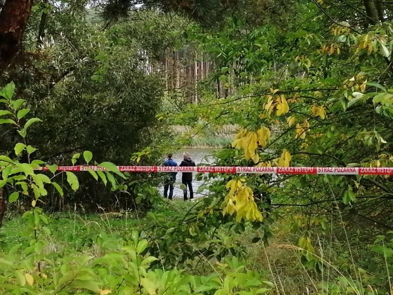 Łódzkie: Zagadkowa śmierć mężczyzny w aucie odnalezionym w zbiorniku Próba
