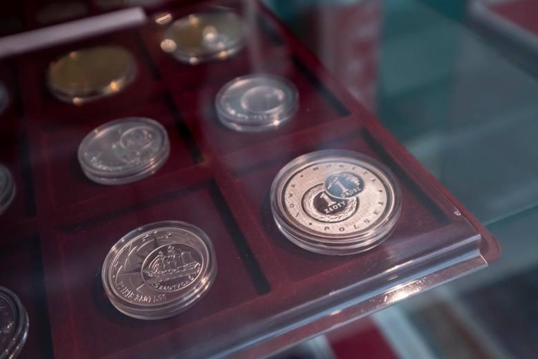 """NBP wprowadzi nową monetę """"smoleńską"""" o nominale 100 zł. Kiedy trafi do obiegu?"""