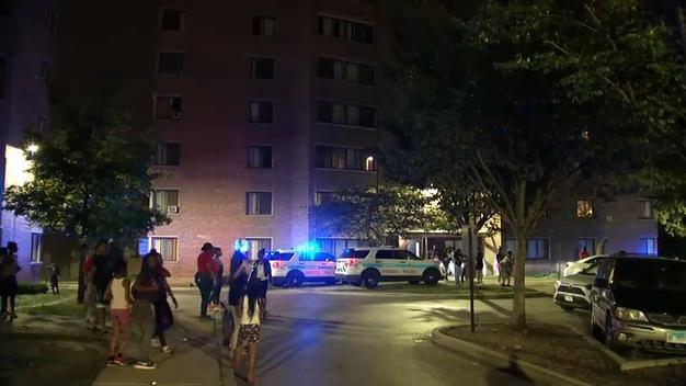 Roczny chłopczyk wypadł z okna na czwartym piętrze