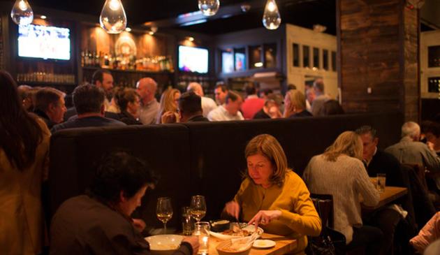 Burmistrz Lori Lightfoot planuje podnieść podatek w restauracjach