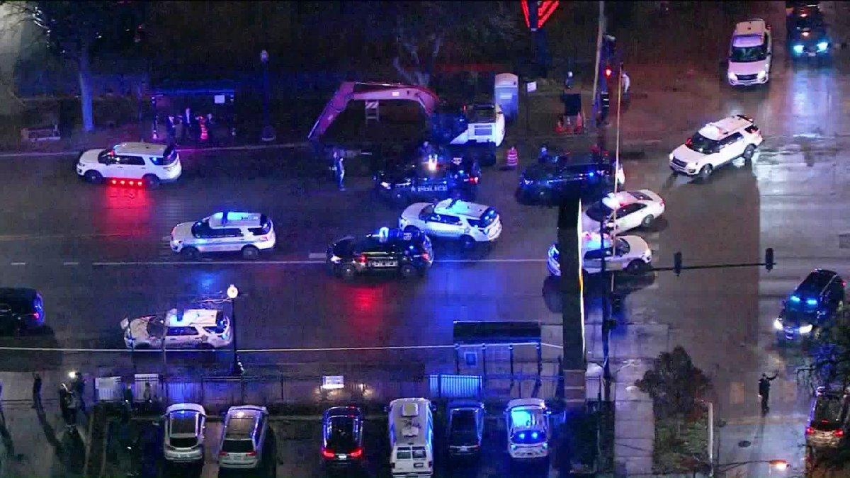 Trzy osoby w tym policjant postrzelony podczas pościgu za sprawcą napadu na bank