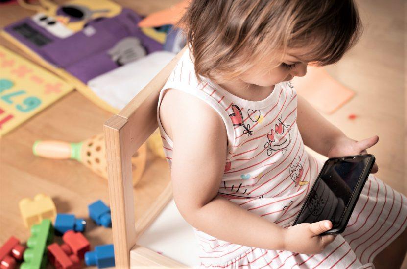 Żeby się nie nudziły… Smartfony i tablety służą do uspokajania dzieci
