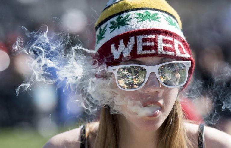 Amerykańscy studenci zamieniają papierosy na marihuanę
