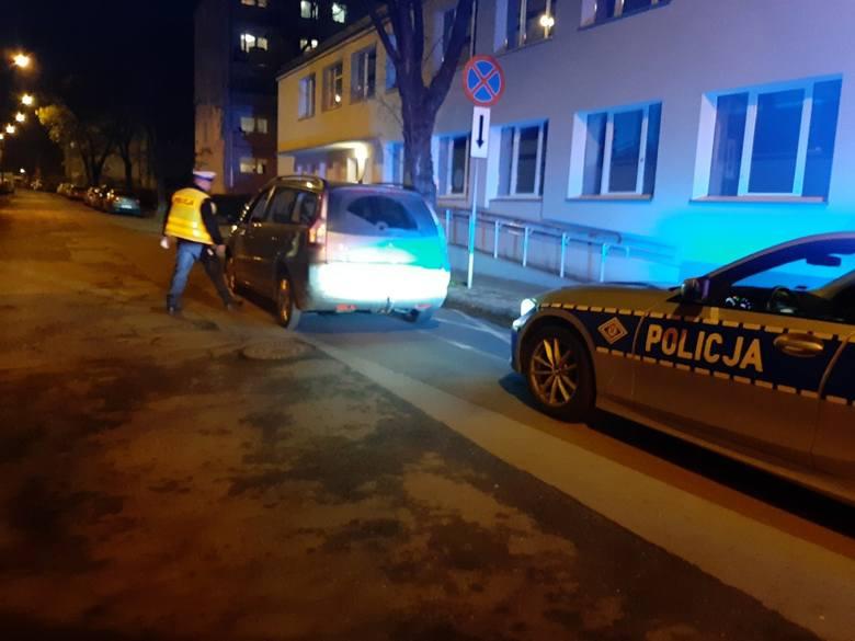 Łódź: Miał 3,3 promila i jechał z dziećmi samochodem. Zasnął z nimi na środku ulicy