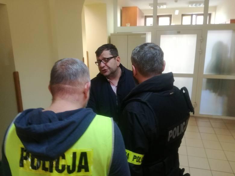 Zbigniew Stonoga stanął przed lubelskim sądem. Prokuratura zarzuca mu m.in. przywłaszczenie i pranie brudnych pieniędzy