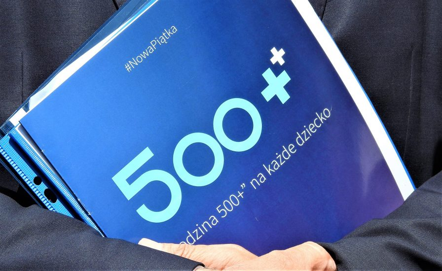 1000 plus zamiast 500 plus? Czy spełnienie obietnic wyborczych pogrąży gospodarkę