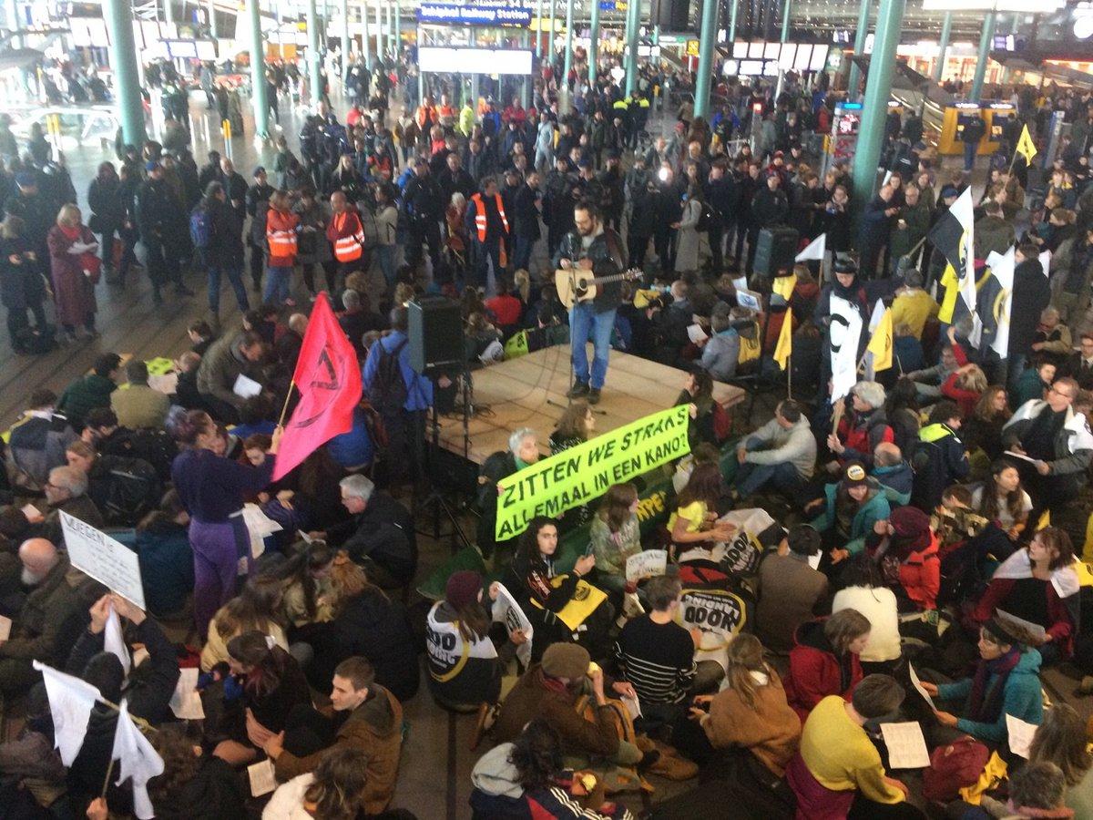 Protest ekoterrorystów z Greenpeace na lotnisku w Amsterdamie