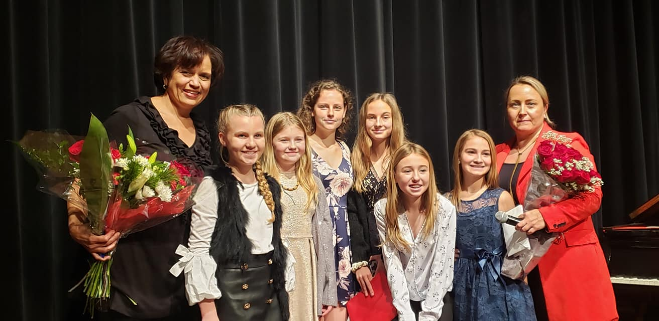 Świąteczny koncert młodych polonijnych pianistów i wokalistów zorganizowany przez Joannę Szepelawy i Jade Maze