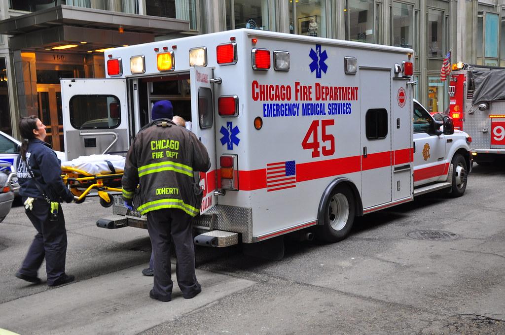 Z wysokości 15 stóp spadł mężczyzna naprawiający windę w hotelu