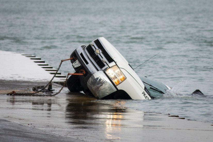 Samochód służb miejskich wpadł do jeziora Michigan