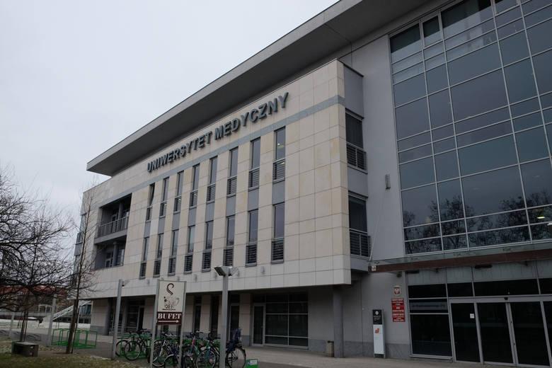 Korupcja na Uniwersytecie Medycznym w Poznaniu? Dwie kobiety oskarżone o zniesławienie rektora