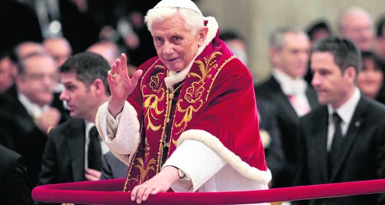 Benedykt XVI broni celibatu. Nie da się dobrze realizować jednocześnie dwóch powołań