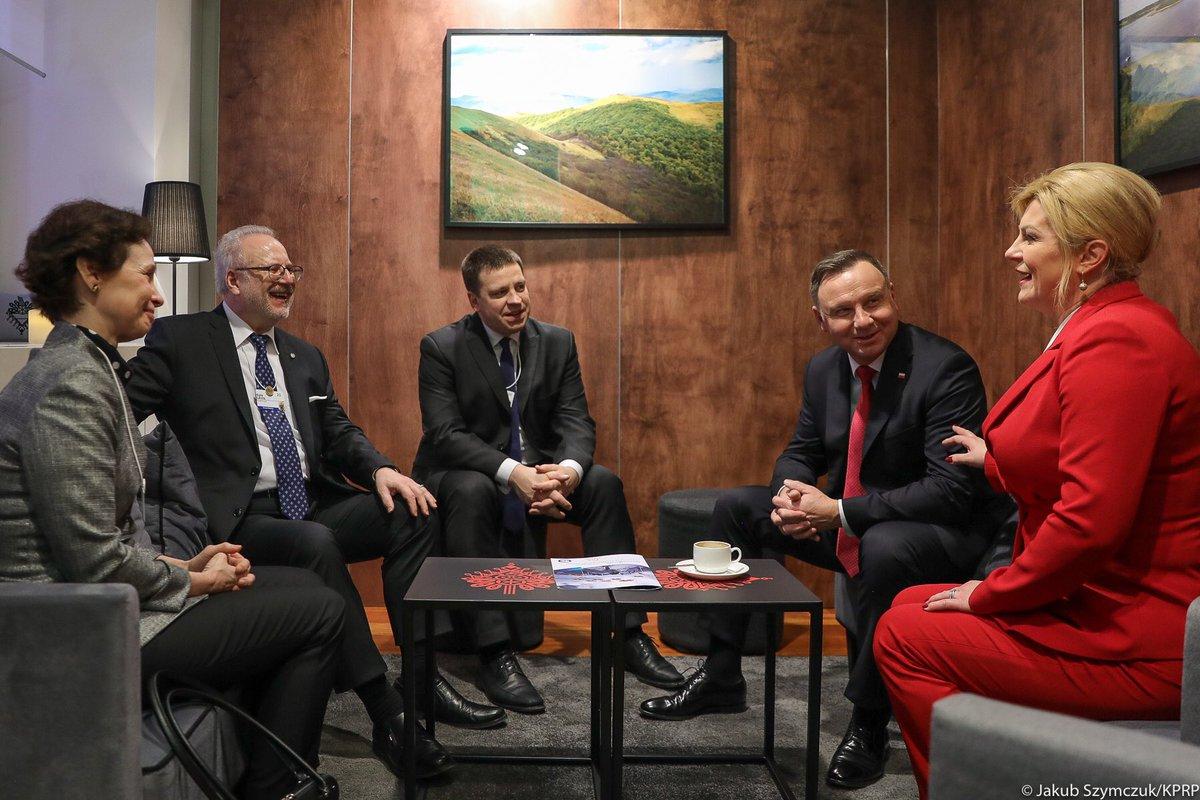 """Davos: Prezydenci Polski, Chorwacji i Łotwy oraz premier Estonii apelowali o większą współpracę krajów Europy Środkowo-Wschodniej """"dla swojego dobra, ale też dla dobra całej UE"""""""