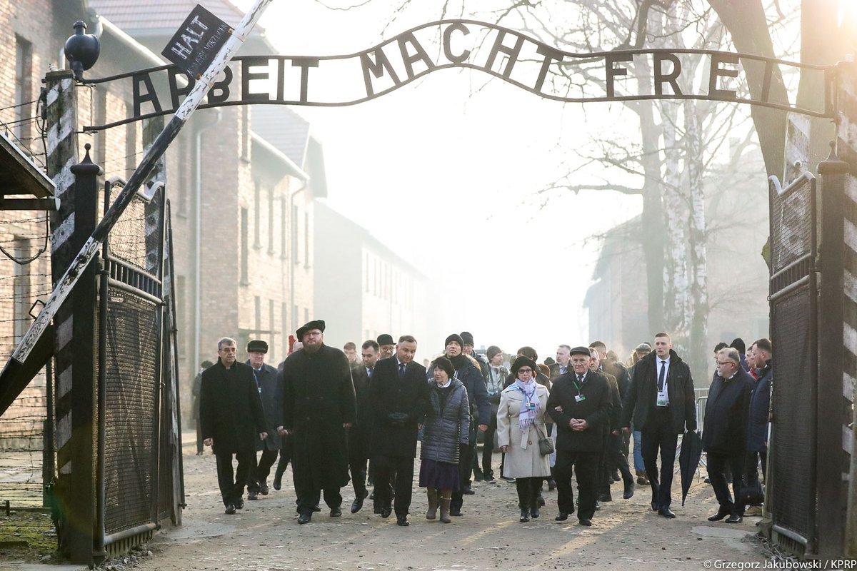 Premier Morawiecki: Obóz Auschwitz-Birkenau to symbol okrucieństwa