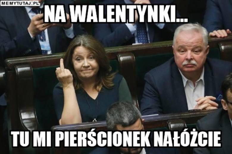 """Środkowy palec posłanki Lichockiej. Joachim Brudziński: """"Trzeba mieć siłę i przeprosić"""""""