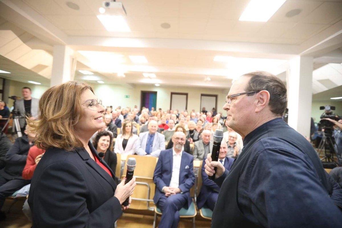 """Sztab Małgorzaty Kidawy-Błońskiej zaprezentował hasło wyborcze kandydatki na prezydenta. """"Trochę miałkie…"""""""